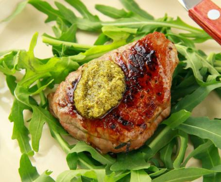 ricett di carne in estate: filetto al pesto